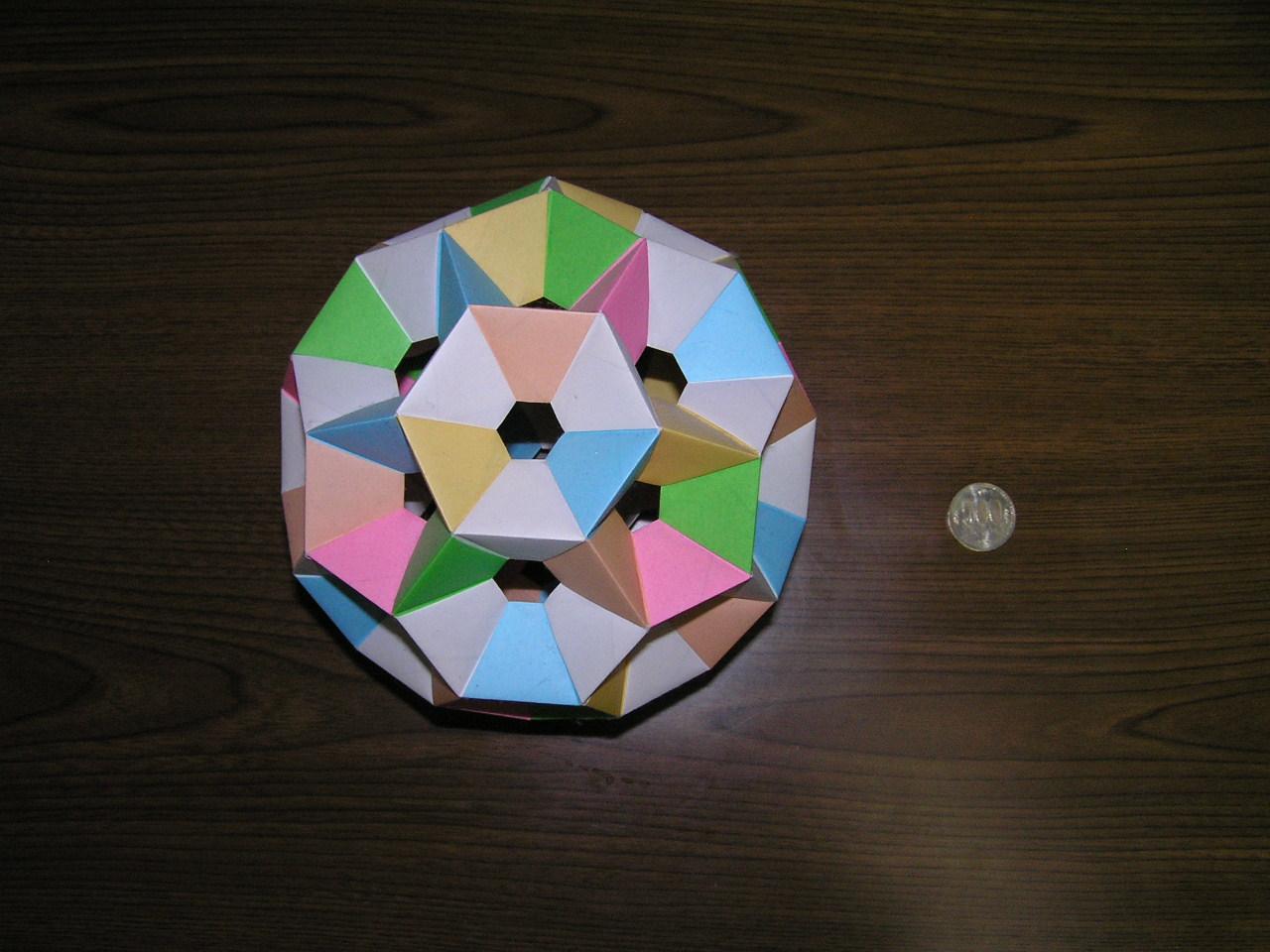 前へ 次へ 出典  【多面体】画像で見るユニット折り紙の世界【くす玉】